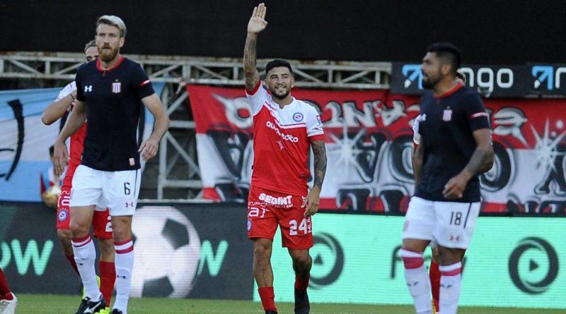 Argentinos Juniors busca terminar el año como líder del torneo frente a Estudiantes